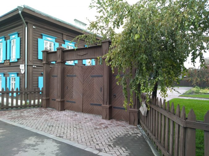 closed-gate-museum-1-676x507