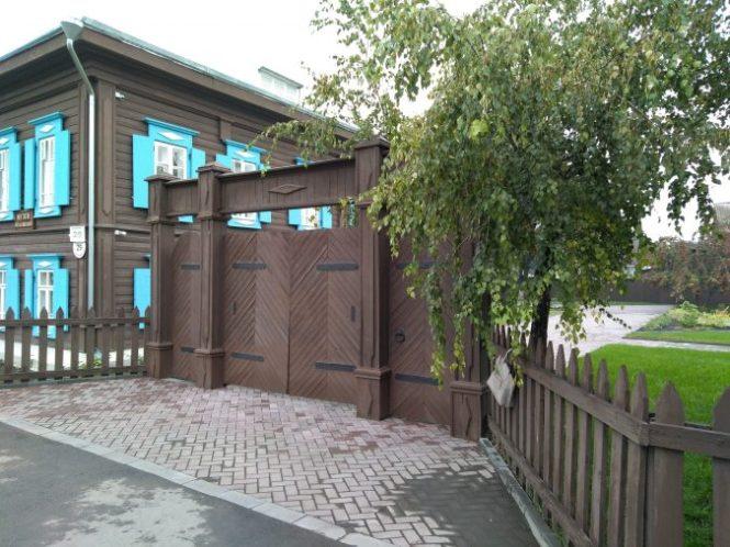 closed-gate-museum-1-676x507