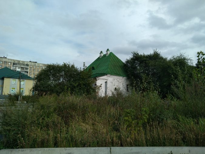 старый-дом-как-церковь-676x507